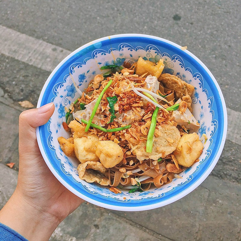 Buổi trưa bạn có thể thưởng thức bánh đa cua ở Hà Nội
