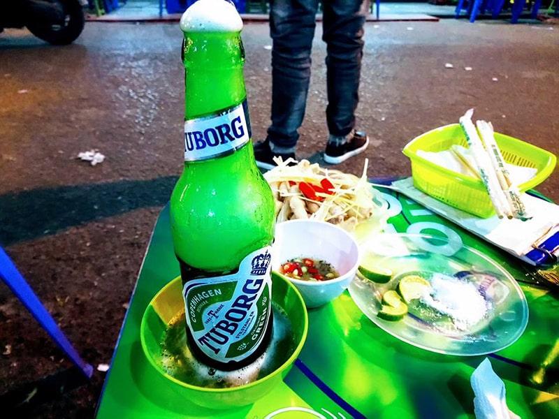 Buổi tối bạn có thể lên phố thưởng thức bia Tạ Hiện