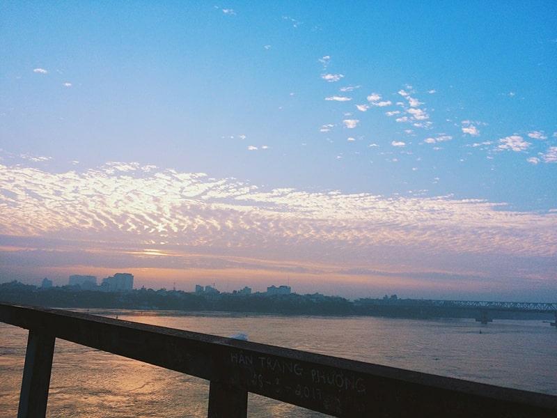 Bình minh trên cầu Long Biên