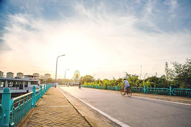 Đạp xe hồ Tây buổi chiều