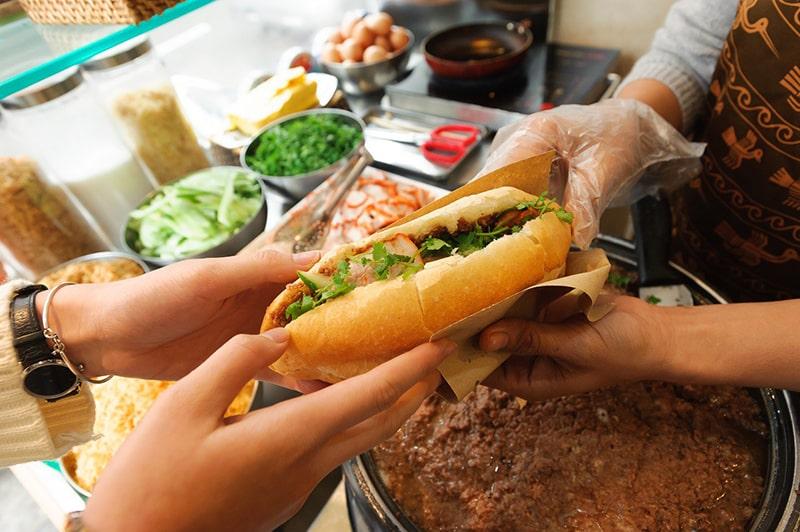 Bánh mì Hà Nội được đánh giá rất cao trên các tạp chí quốc tế