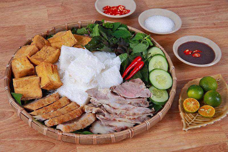 Bún đậu mắm tôm là món ăn khá phổ biến ở Hà Nội