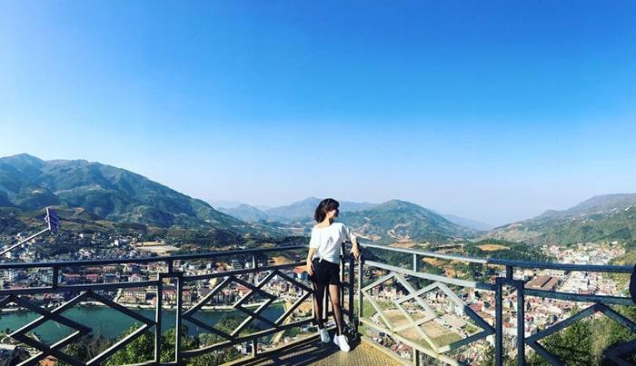 Từ đỉnh Hàm Rồng có thể quan sát toàn bộ thị trấn Sapa