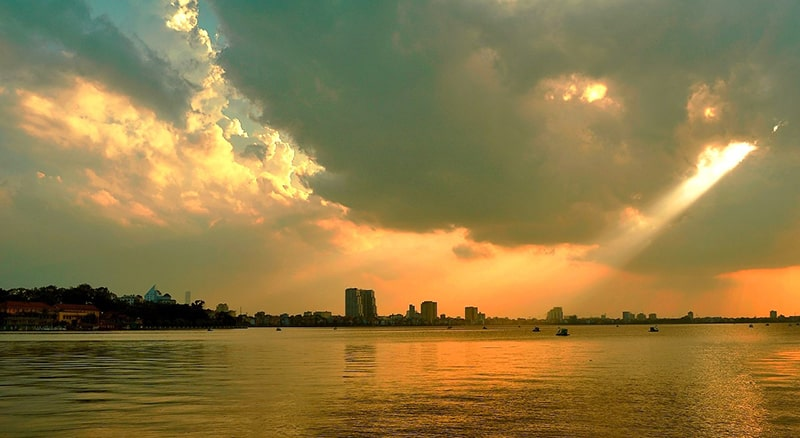 Hoàng hôn hồ Tây