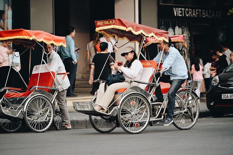 Xích lô là phương tiện du lịch khá phổ biến ở Hà Nội