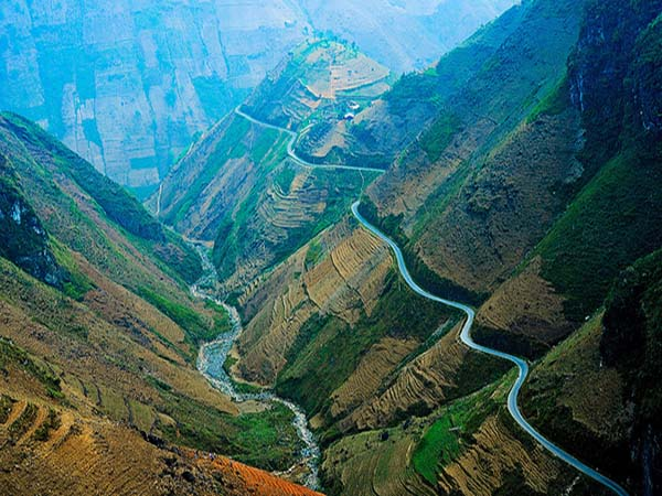 Choáng ngợp trước hình sông thế núi của đèo Mã Pí Lèng 1
