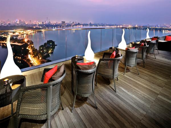 Summit Lounge, tầng 20 khách sạn Sofitel Plaza, đường Thanh Niên