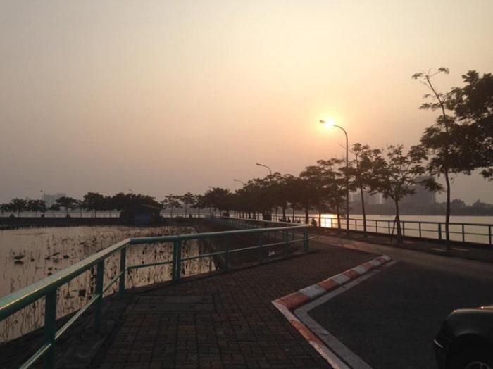 Bến Hàn Quốc ven Hồ Tây