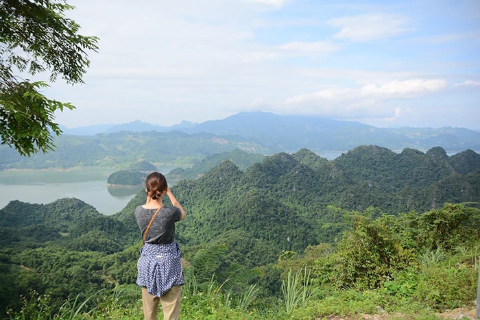 Vẻ đẹp của hồ Ba Khan từ trên cao