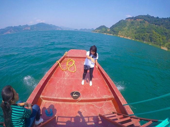 Dạo chơi trên hồ Ba Khan