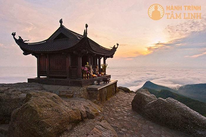 Chùa Đồng linh thiêng trên đỉnh núi Yên Tử