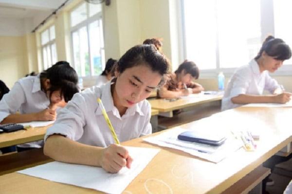 Ở lớp bạn nên chú ý nghe thầy cô giảng bài