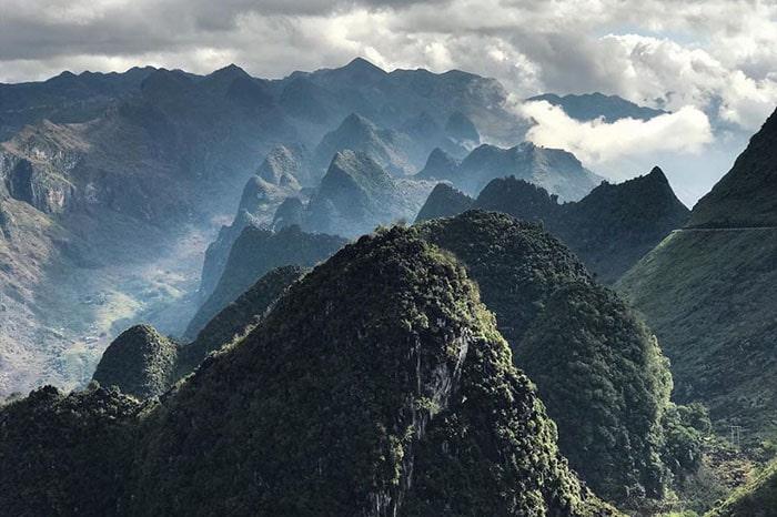 Những dãy núi đá đầu tiên trên đường lên Đồng Văn