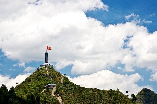 Cột cờ Lũng Cú thiêng liêng