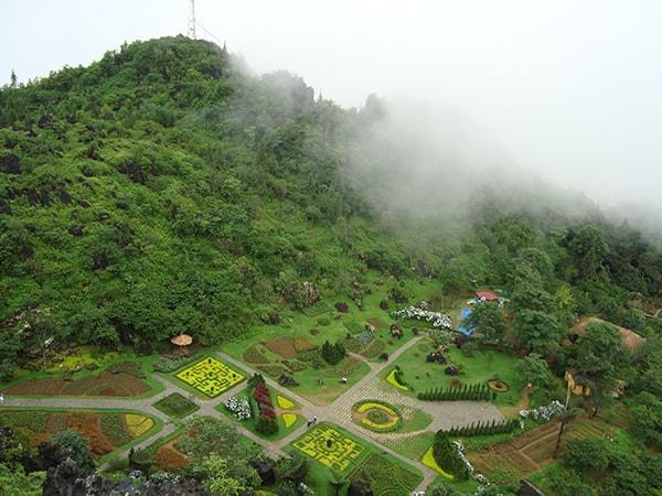 Núi Hàm Rồng cũng là 1 địa điểm check in lý tưởng ở Sapa