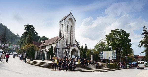 Nhà thờ cổ Sapa là địa điểm checkin rất được ưa thích ở Sapa