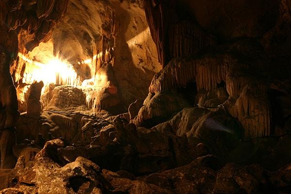 Khung cảnh Hang Mỏ Luông lúc chiều về