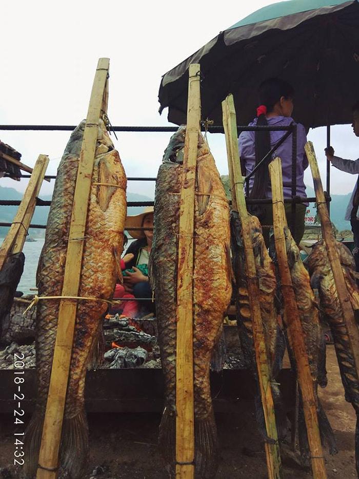 Cá nướng sông Đà là món ăn đặc sản rất được ưa thích khi đi du lịch Thung Nai