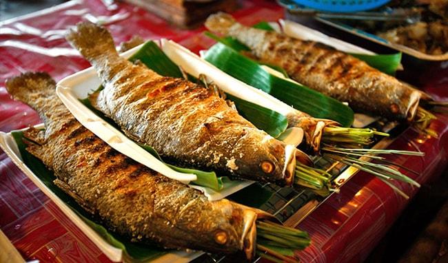 Cá suối nướng đặc sản Mai Châu rất được yêu thích