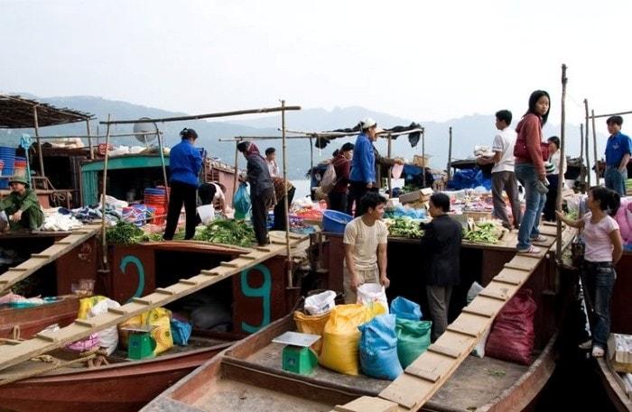 Chợ nổi Thác Bờ thường chỉ họp vào buổi sáng chủ nhật