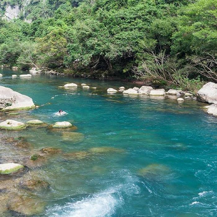 Làn nước trong xanh ở Suối Trạch, Hòa Bình
