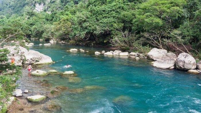 Suối Trạch là địa điểm ít được biết đến khi đi du lịch Thung Nai