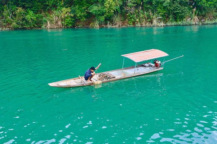 Hồ Thung Nai xanh ngắt một màu
