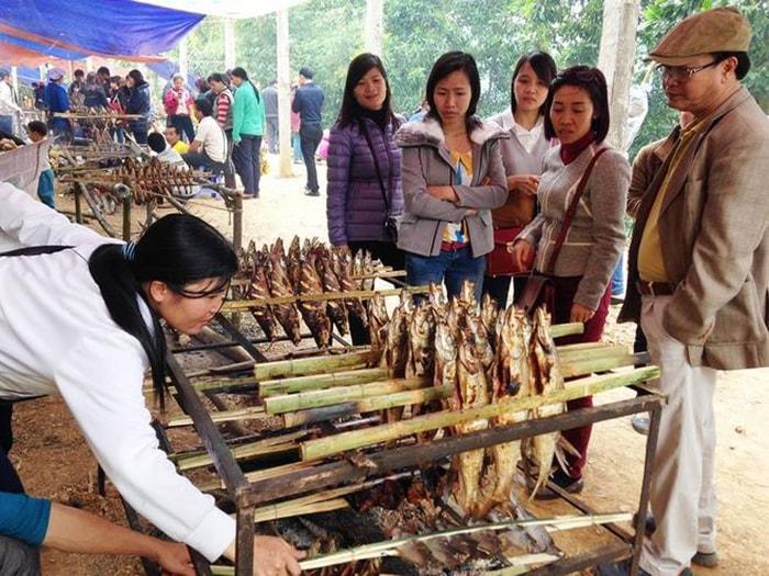 Cá nướng sông Đà là đặc sản không thể bỏ qua khi đến với Thung Nai