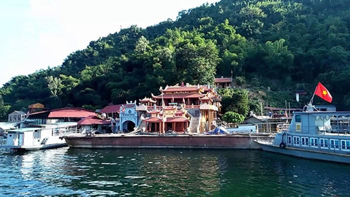 Đền thờ Bà chúa Thác Bờ là địa điểm du lịch tâm linh ở Thung Nai