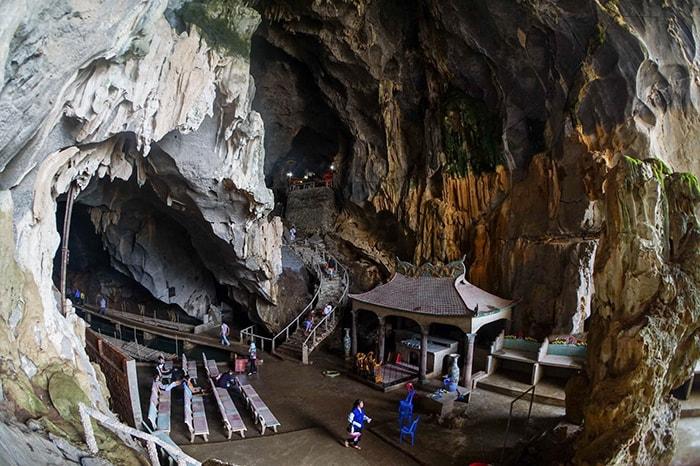 Động Thác Bờ là địa điểm du lịch nổi tiếng ở Thung Nai