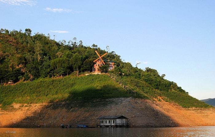 Nhà nghỉ cối xay gió ở Thung Nai, Hòa Bình