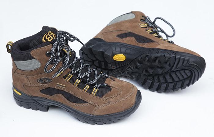 Chuẩn bị giày dép phù hợp khi đi phượt Hà Giang