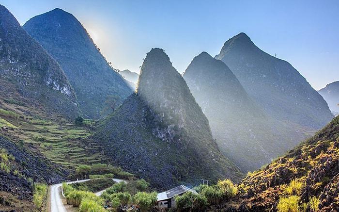 Khung cảnh núi rừng hùng vĩ ở Hà Giang