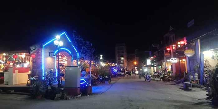 Phố cổ Đồng Văn về đêm