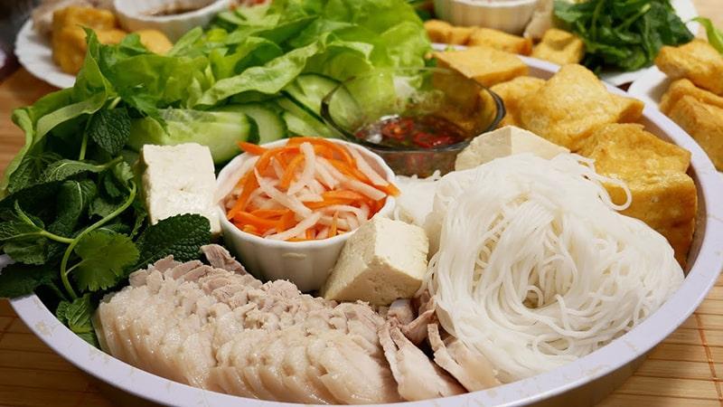Bún đậu Mắm tôm là món ăn khá phố biến ở Hà Nội