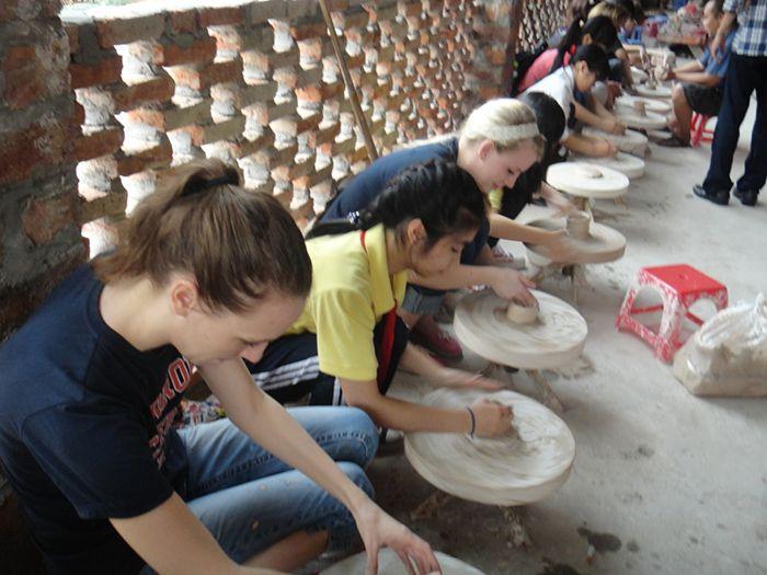 Làng Gốm Bát Tràng là điểm vui chơi, du lịch gần Hà Nội cho ngày nghỉ