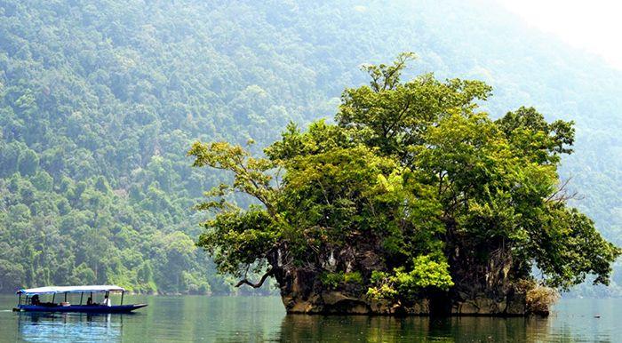 Đảo Bà Góa là điểm du lịch ba Bể nổi bật