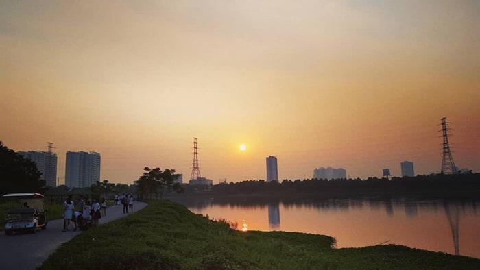Hoàng hôn trên công viên Yên Sở