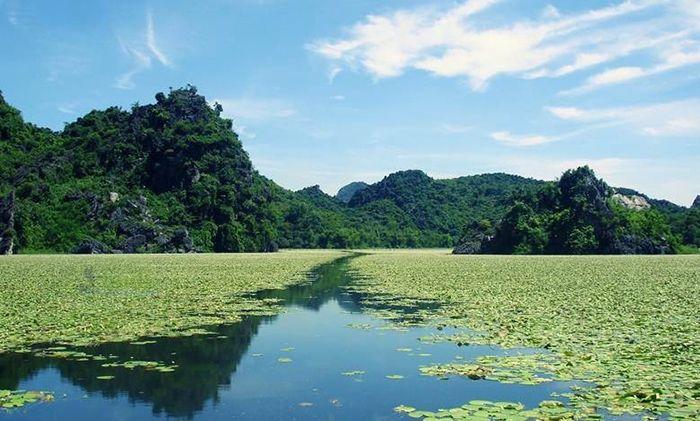 Hồ Quan Sơn là địa điểm du lịch 1 ngày gần Hà Nội