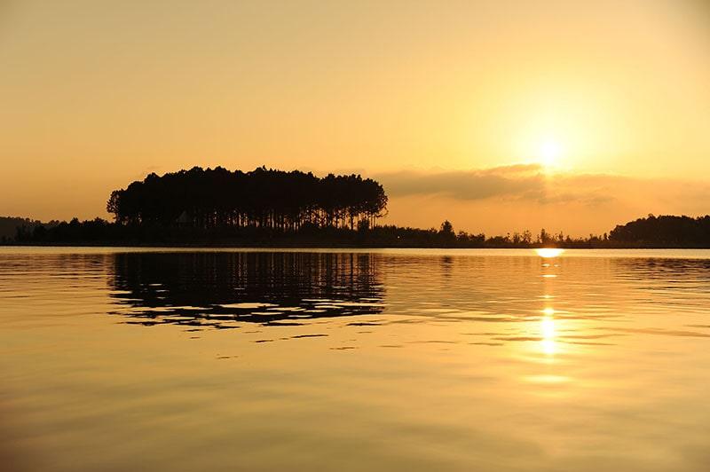Hoàng hôn trên hồ Đại Lải