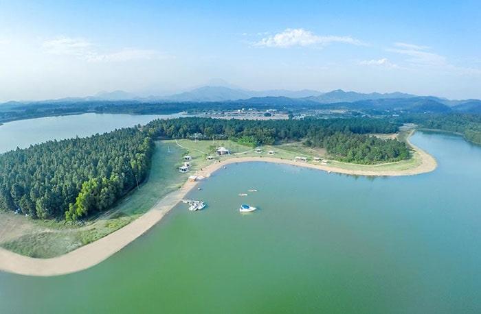 Hồ Đại Lải nhìn từ trên cao