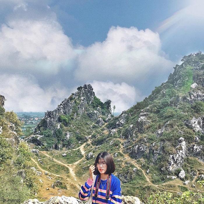 Núi Trầm nằm ở ngoại thành Hà Nội