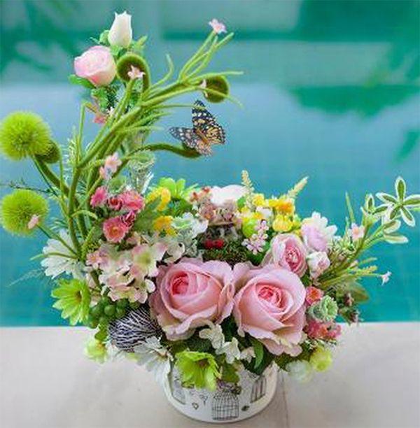 Cắm lẵng hoa cưới theo hình lưỡi liềm