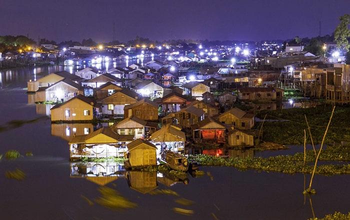 Du lịch Châu Đốc bạn nhớ ghé qua làng nổi Châu Đốc
