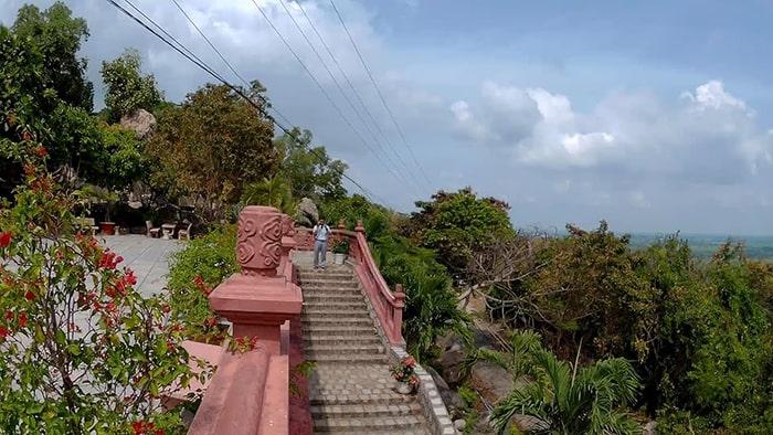 Núi Sam đem lại những trải nghiệm tuyệt vời cho du khách