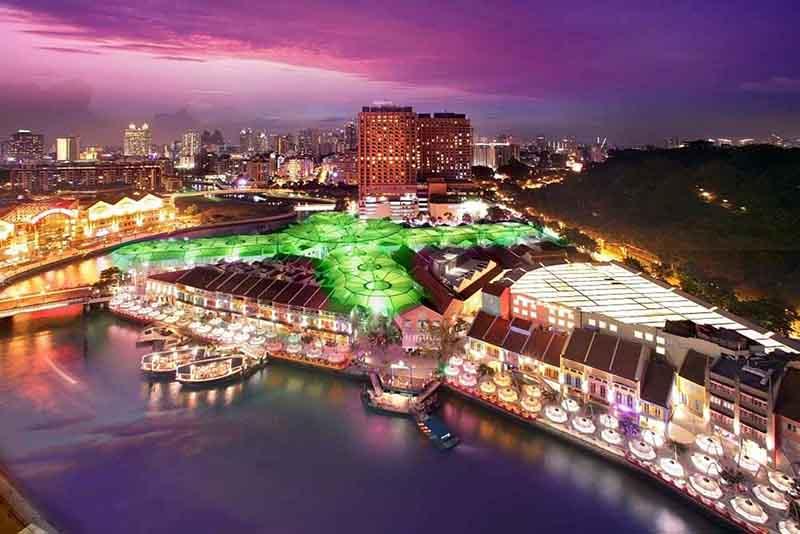 Clarke Quay nằm cạnh và trải dài bên bờ sông Singapore