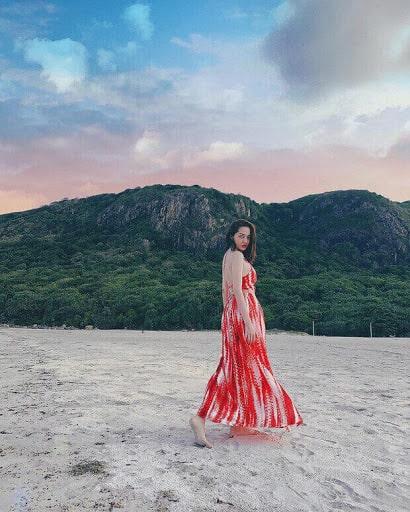 Bảo Anh chọn gu váy maxi nổi bật