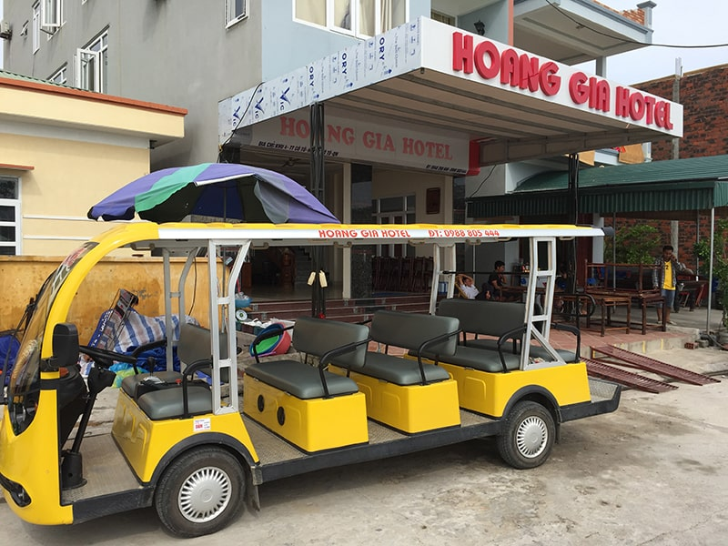 Xe điện di chuyển từ khách sạn đến cảng Bắc Vàn
