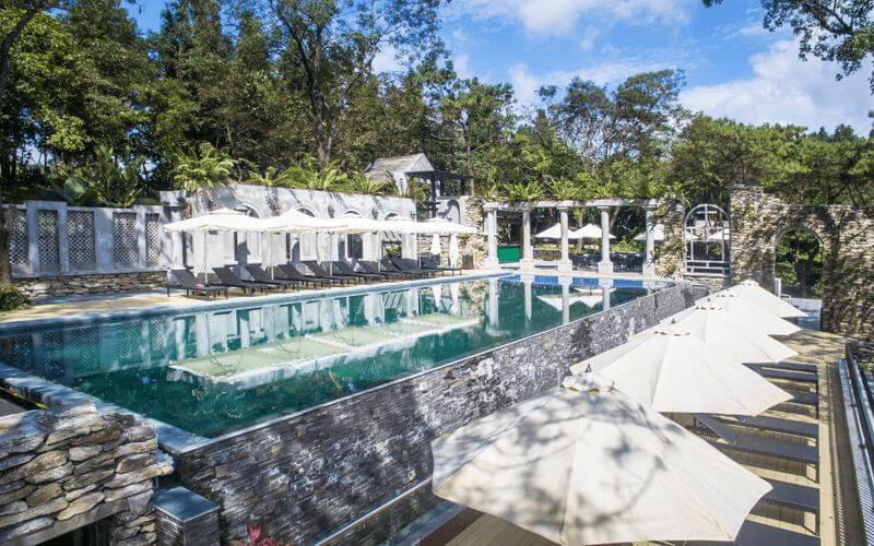 Thiết kế bề bơi ấn tượng ở Melia Ba Vì Mountain Retreat