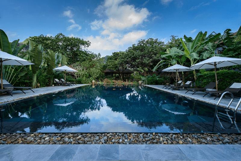 Hồ bơi ngoài trời lớn ở Tam Cốc Garden Resort